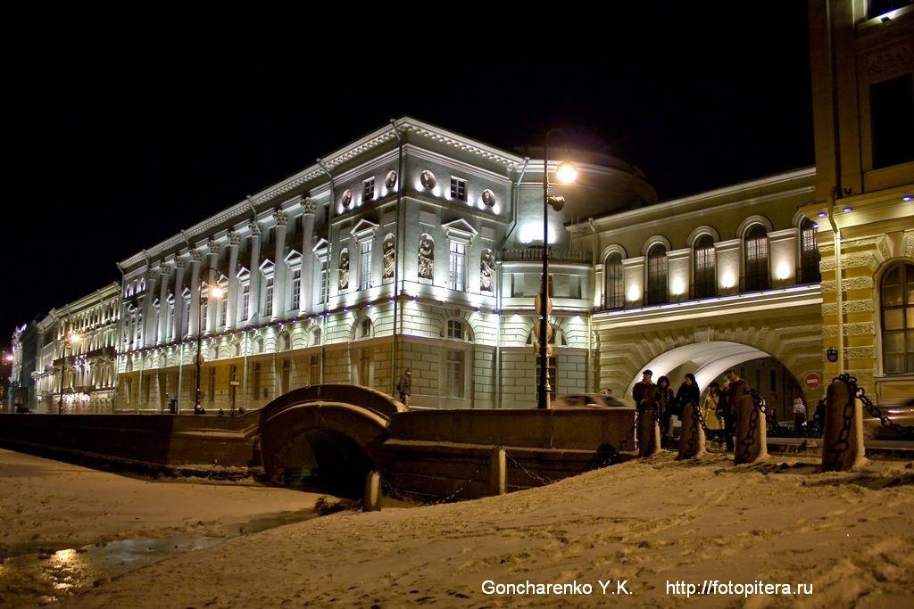 Эрмитажный мост через Зимнюю канавку. Эрмитажный театр.