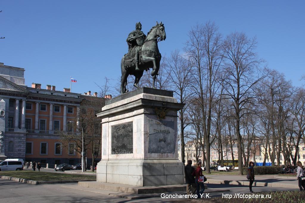 Самая огромная супер толстая попа статуи 22 фотография